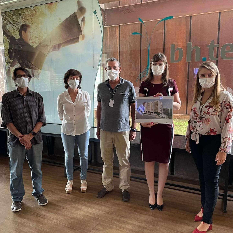 Deputada Laura Serrano em visita ao CT Vacina da UFMG